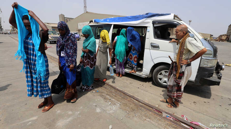 Ethiopian migrants are evacuated to the Red Sea port of Hodeida to board a ship to leave Yemen, June 2, 2018.
