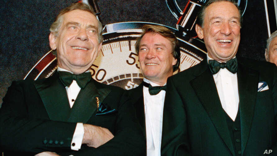 "Obit Morley SaferFILE - In this Nov. 10, 1993 file photo, The ""60 Minutes"" team, from left, Morley Safer, Steve Kroft and Mike Wallace pose at the Metropolitan Museum of Art in New York."
