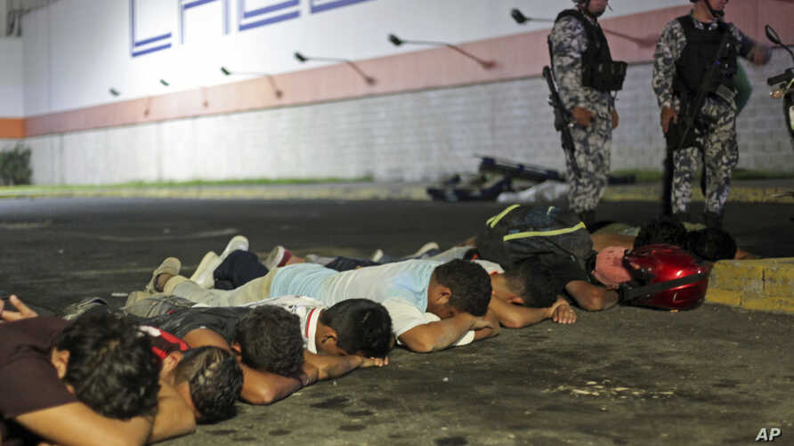 Suspects are detained by police after a store was ransacked by a crowd in the port of Veracruz, Mexico, Jan. 4, 2017. Protests over a sharp gasoline price hike erupted into looting of gas stations and stores in various parts of Mexico.
