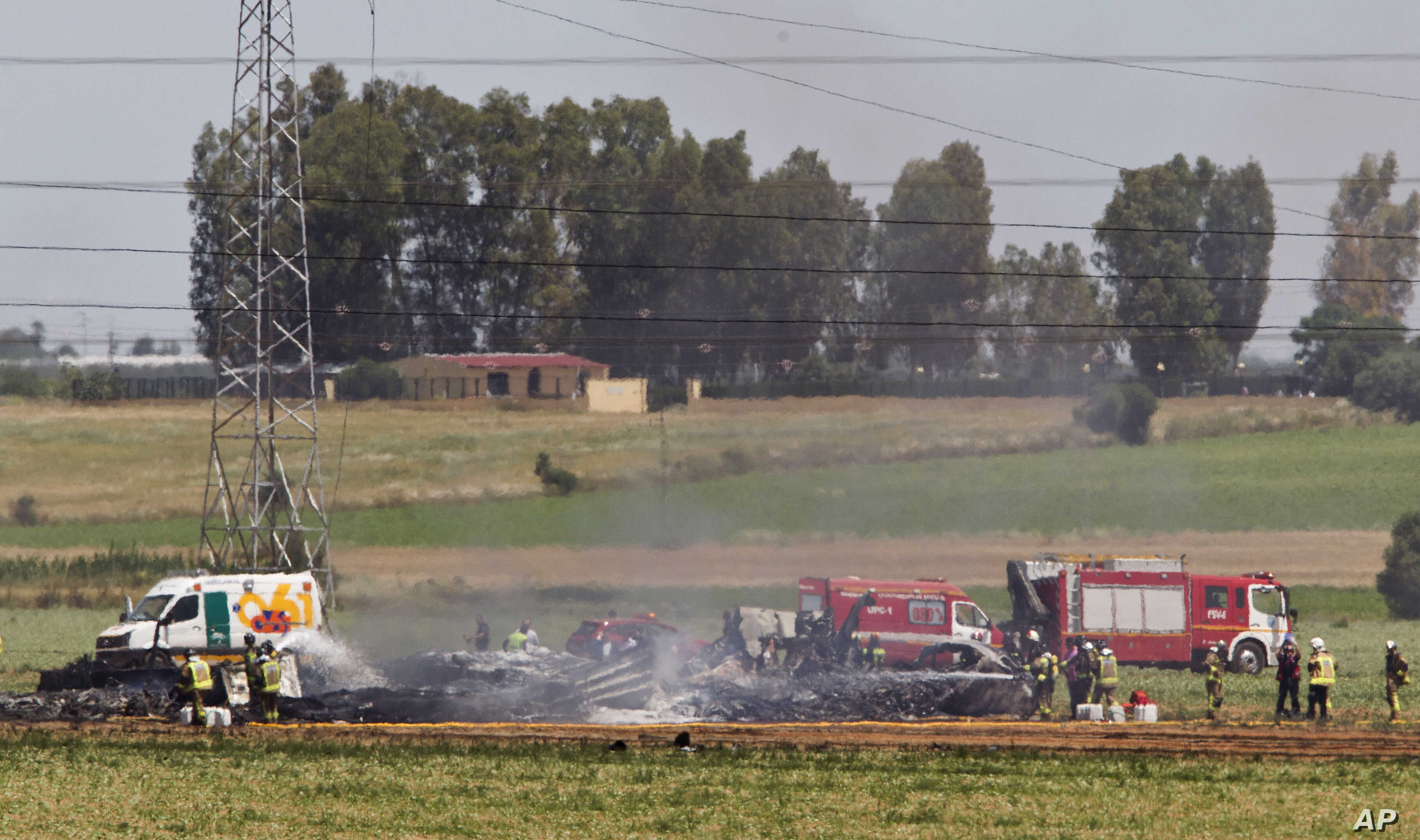 Emergency services personnel work in the area after a plane crash near the Seville airport, in Spain, May 9, 2015.