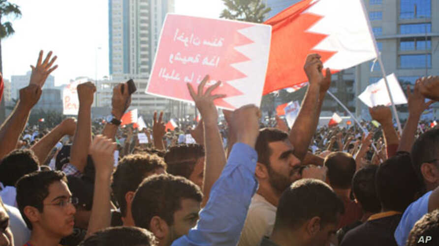 Demonstrators at the Pearl Roundabout in Manama, 19 February 2011
