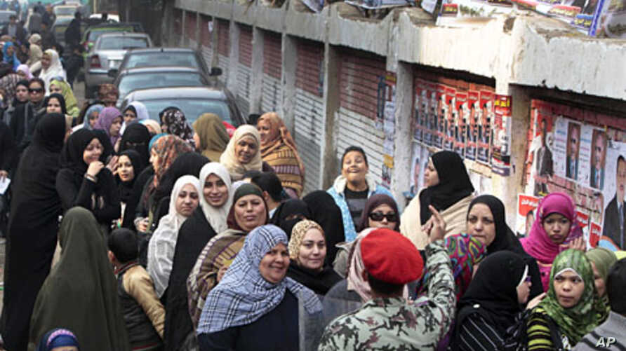 Egyptians crowd outside a polling station in Giza, Egypt, December 14, 2011.