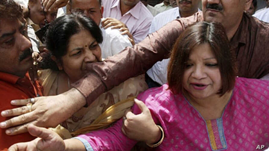 Indian Foreign Service (IFS) officer Madhuri Gupta (R) is escorted after making an appearance at Tis Hazari Court in New Delhi (file photo - 1 May 2010)