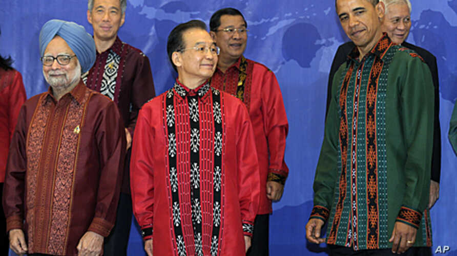 President Barack Obama with China's Premier Wen Jiabao, center, at the East Asia Summit Gala dinner in Nusa Dua, Bali, Indonesia, Nov. 18, 2011.