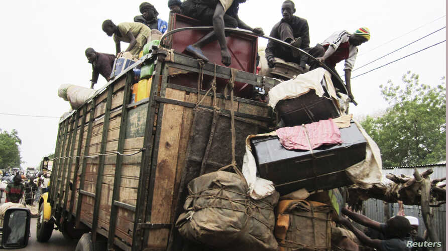 People load on onto a truck carrying residents fleeing south from an Islamic insurgency in northern Mali at the trading town of Mopti, June 19, 2012.