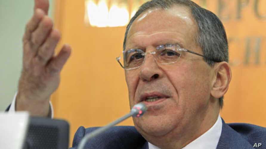 Russian Foreign Minister Sergei Lavrov answers questions during a news conference in Moscow regarding Iran's offer to tour the Islamic Republic's nuclear facilities, January 13, 2011 (file photo)