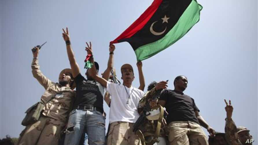 A large convoy of Libyan soldiers accompanied by Tuareg tribal fighters are reported to have moved towards the capital of neighboring Niger, although it is not clear of Gadhafi family members were among the heavily armed group.
