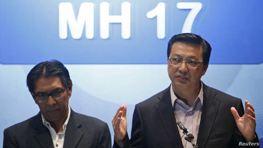 Malaysia's Transport Minister Liow Tiong Lai (R) speaks during a news conference at a hotel near the Kuala Lumpur International Airport in Sepang, July 19, 2014. At left is Malaysia's Department of Civil Aviation Director General Azharuddin Abdul Rah