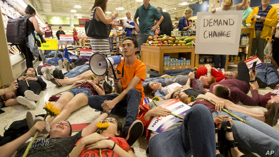 David Hogg, center, and fellow students protest as they lie on the floor at a Publix Supermarket in Coral Springs, Florida, May 25, 2018.