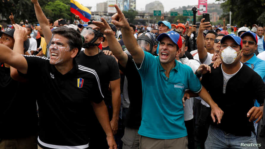 Venezuelan opposition leader and Governor of Miranda state Henrique Capriles gestures while rallying against Venezuela's President Nicolas Maduro in Caracas, April 20, 2017.