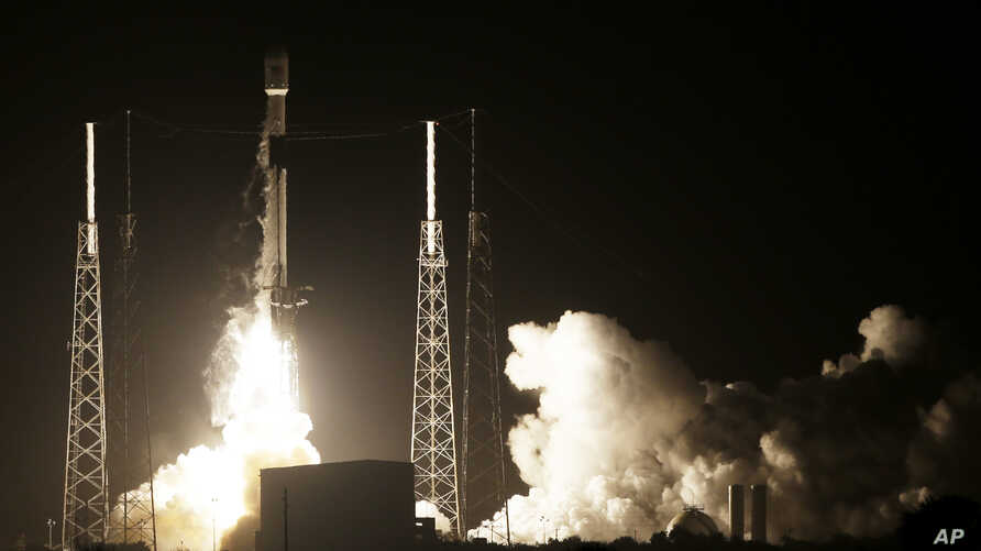 A SpaceX Falcon 9 rocket lifts off with Israel's Beresheet lunar lander at Cape Canaveral, Florida, Feb. 21, 2019.