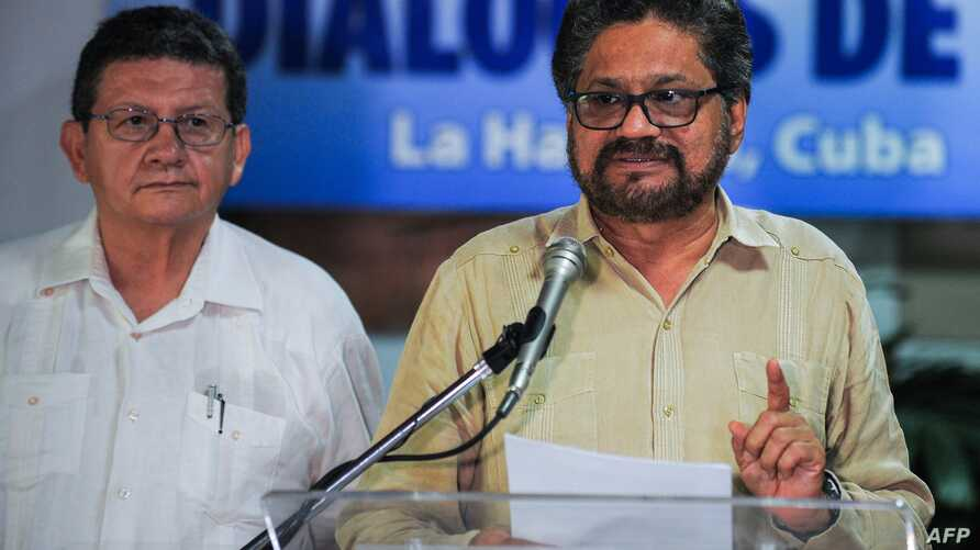 Head of FARC-EP leftist guerrillas delegation, Ivan Marquez (R) reads a statement during the peace talks with the Colombian government at Convention Palace in Havana, Nov. 9, 2015.