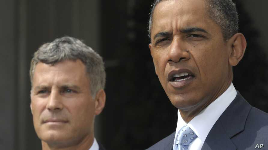 President Barack Obama announces that Princeton University labor economist Alan Krueger, left, has been named as top White House economist, during a statement in the Rose Garden of the White House in Washington, August 29, 2011