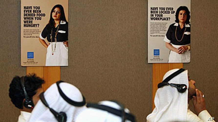 Kuwaiti journalists attend a Human Rights Watch press conference in Kuwait City announcing a new report that shows abuse of domestic workers in Kuwait is rising, and maids in the Gulf emirate face prosecution when they try to escape, 6 Oct 2010 (file