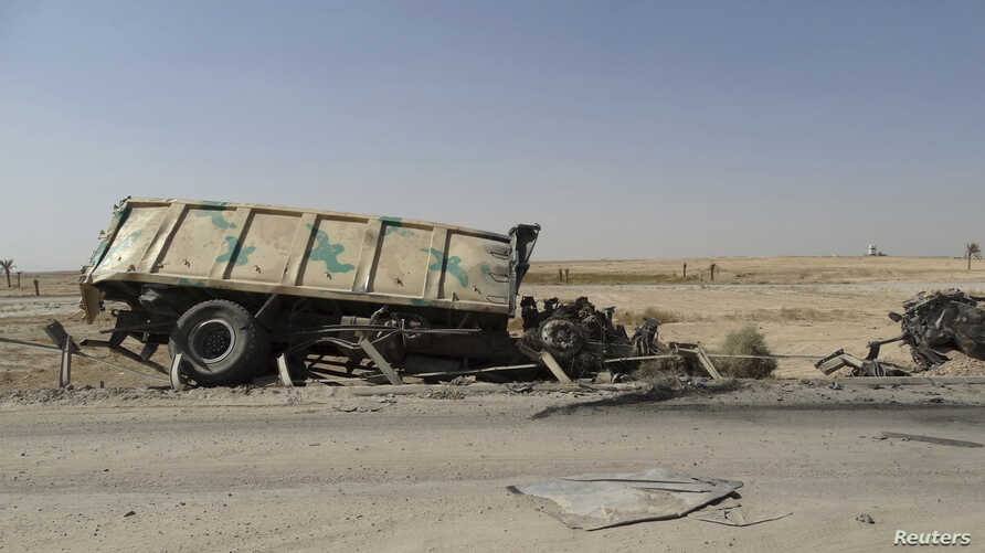A burnt vehicle belonging to the Iraqi security forces is seen on the outskirt of Haditha, northwest of Baghdad August 26, 2014. Picture taken August 26, 2014.   REUTERS/Osama Al-dulaimi (IRAQ - Tags - Tags: CIVIL UNREST POLITICS MILITARY CONFLICT) -