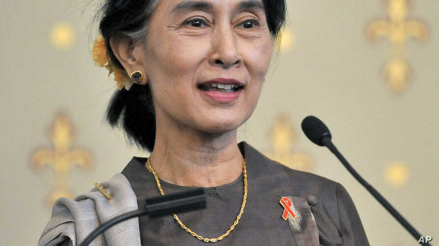 Burma's opposition leader Aung San Suu Kyi makes a speech at the launch of the AIDS 2014 world conference in Melbourne, Australia, Dec. 1, 2013.