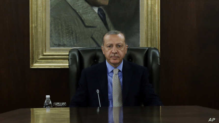 Turkey's President Recep Tayyip Erdogan chairs a government meeting in Ankara, Oct. 25, 2018. Erdogan says his country is determined not to allow anyone responsible for Saudi journalist Jamal Khashoggi's killing to escape justice.
