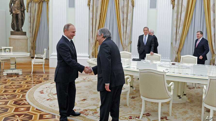 Russian President Vladimir Putin, left, shakes hands with incoming United Nations Secretary-General Antonio Guterres at the Kremlin, Moscow, Nov. 24, 2016.