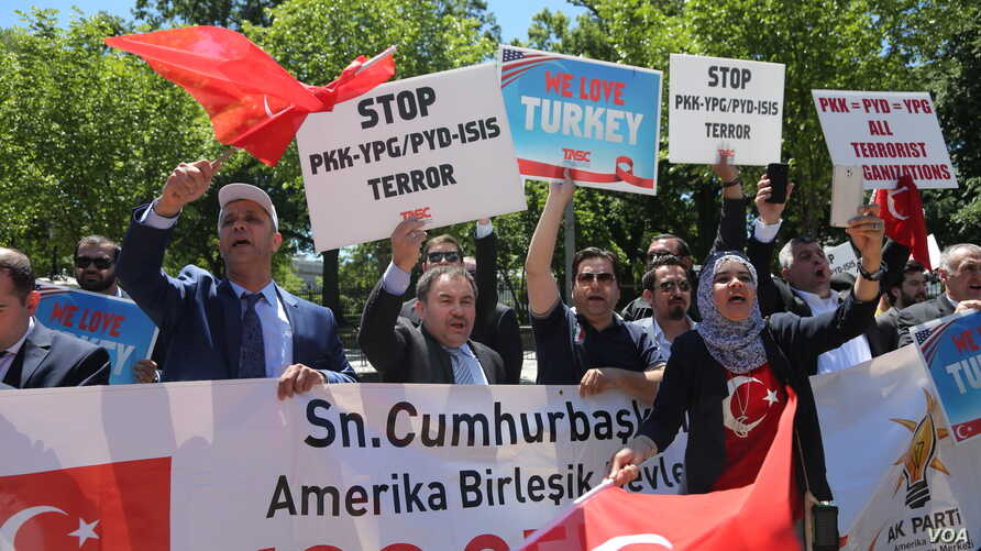 Supporters of Turkish President Recep Tayyip Erdogan react to anti-Erdogan supporters outside the White House in Washington, D.C., May 16, 2017. Erdogan was meeting with U.S. President Donald Trump Tuesday.