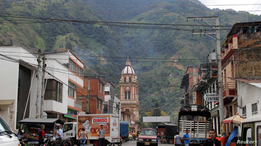 People walk on a street in Cajamarca, Colombia, Aug. 26, 2016. Picture taken August 26, 2016. Mining at AngloGold Ashanti's La Colosa project in Tolima province would be banned if Cajamarca municipality follows the lead of nearby Piedras, whose resid