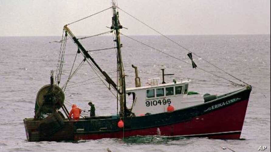 Crewmen on the trawler Erika-Lynn of Port Clyde, Maine, fish in the Gulf of Maine in this June 1997 photo. Stocks of the once-plentiful cod fish are near collapse.