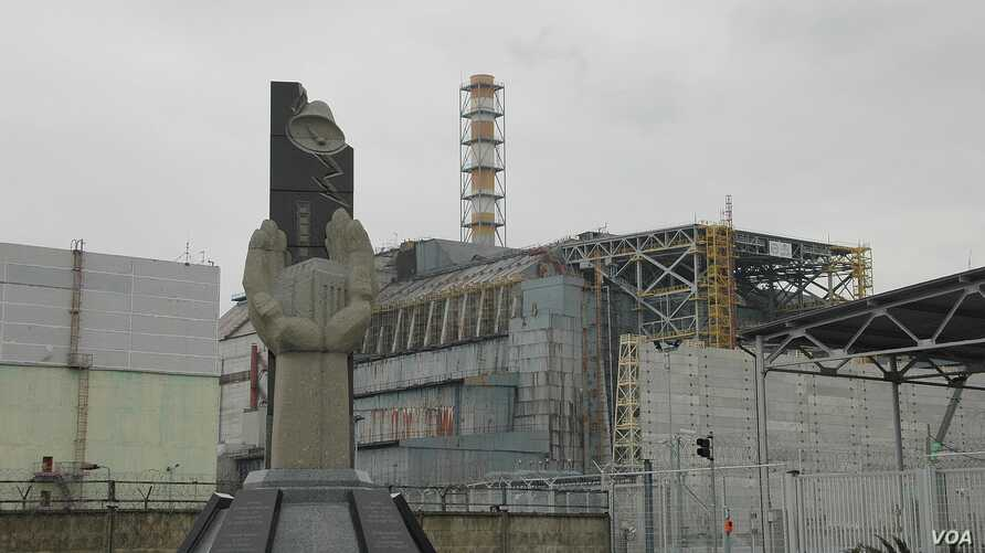 The original sarcophagus over the crippled Chernobyl plant has been cracking and leaking radiation, March 20, 2014. (S. Herman/VOA)