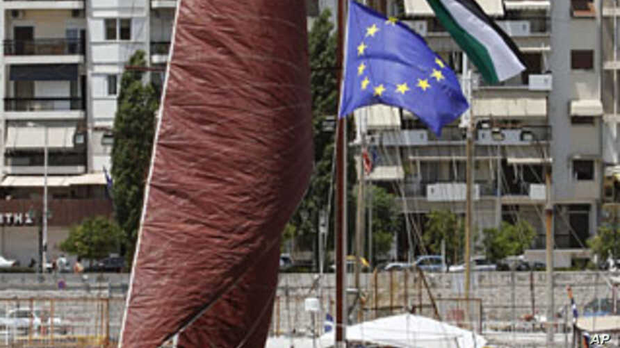 Palestinian, French and the European Union flags are seen on the mast of a French activists' boat moored in Pireaus port, near Athens, Greece, July 4, 2011