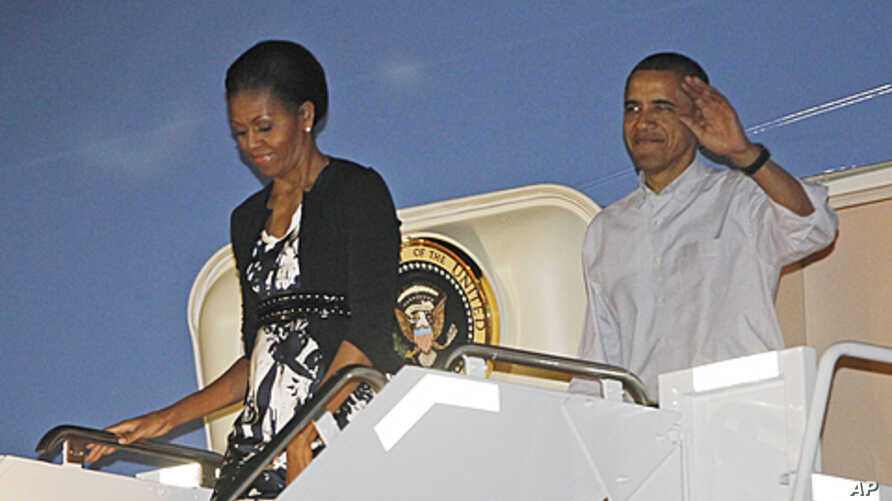 President Barack Obama and first lady Michelle Obama disembark Air Force One as they arrive at Hickam Air Force Base in Honolulu, Hawaii, where they will host the APEC summit, November 11, 2011.