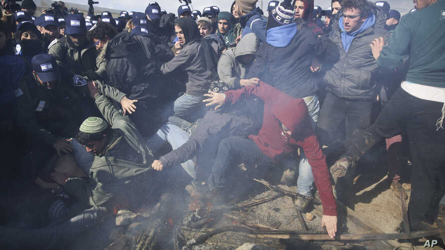Israeli police clash with settlers in the West Bank outpost of Amona, Feb. 1, 2017. Israeli forces have begun evacuating a controversial settlement erected in the West Bank without permission but generally tolerated by the Israeli government.