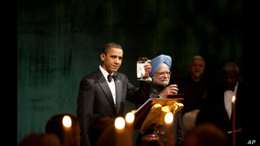 President Barack Obama and Prime Minister Manmohan Singh offer a toast during the State Dinner at the White House. November 24, 2009.