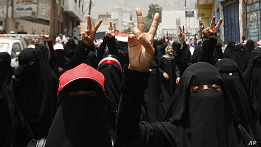 Women march during a demonstration to demand the ouster of Yemen's President Ali Abdullah Saleh in the southern city of Taiz, July 16, 2011
