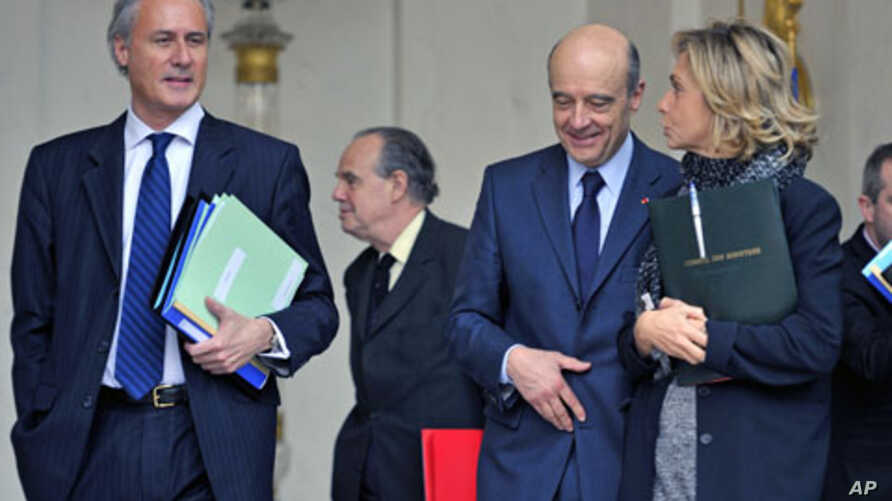 France's junior Minister for the Civil Service Georges Tron (L), Culture and Communications Minister Frederic Mitterrand (2nd L), Foreign Minister Alain Juppe (2nd R) and Research and Higher Education Minister Valerie Pecresse leave the Elysee Palace