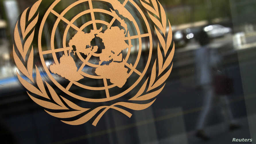 The logo of the United Nations is seen on the outside of their headquarters in New York, September 15, 2013. A report by U.N. chemical weapons experts will likely confirm that poison gas was used in an August 21 attack on Damascus suburbs that killed