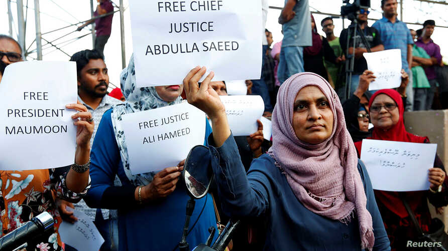 Maldivian opposition supporters protest near the main opposition Maldives Democratic Party (MDP), demanding the government to release jailed opposition leaders in Male, Feb. 9, 2018.