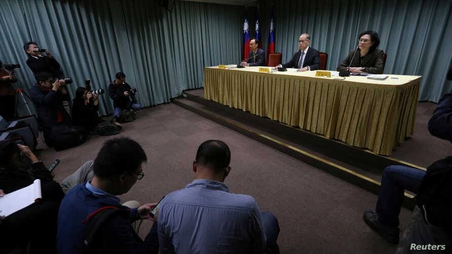 Taiwanese Minister of Foreign Affairs David Lee (C) speaks at a news conference after Sao Tome ended ties with Taiwan, in Taipei, Dec. 21, 2016.