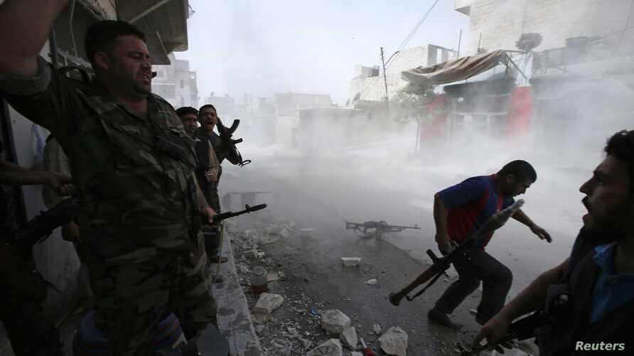 Free Syrian Army fighters run for cover after Syrian forces fired a mortar in the El Amreeyeh neighborhood of Syria's northwestern city of Aleppo August 30, 2012.
