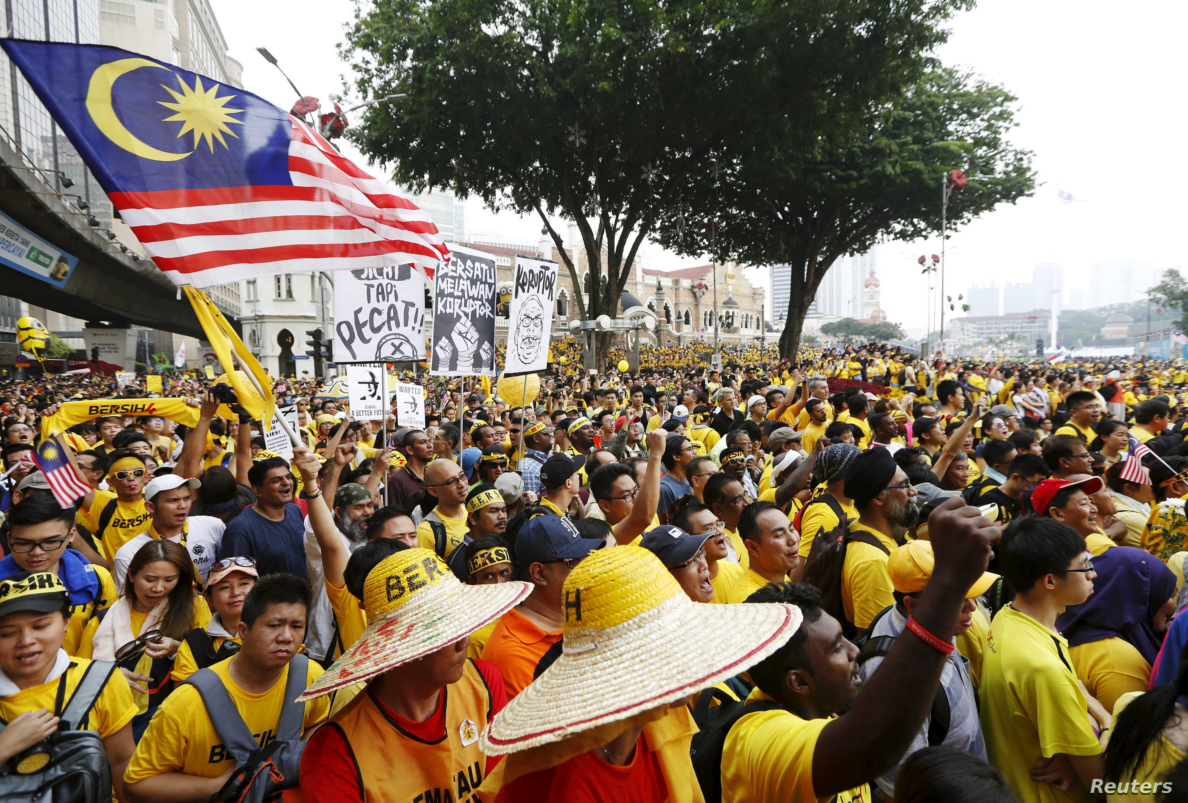 "Protesters listen to speeches during a rally organised by pro-democracy group ""Bersih"" (Clean) in Malaysia's capital city of Kuala Lumpur, Aug. 29, 2015."