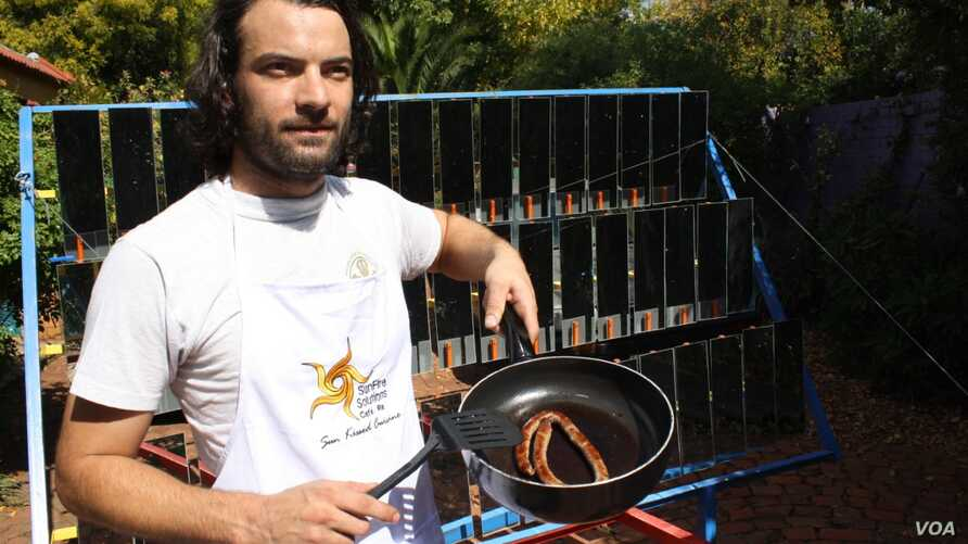 Van Manen with sausages he cooked using heat from the sun. (Darren Taylor for VOA)