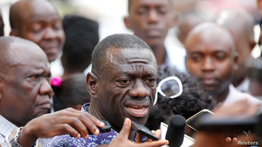 Kizza Besigye of the Forum for Democratic Change speaks to the media, October 4, 2016. According to attorney Ladislaus Rwakafuzi, Uganda's main opposition leader was prevented was meeting Rwakafuzi, November 16, 2016.