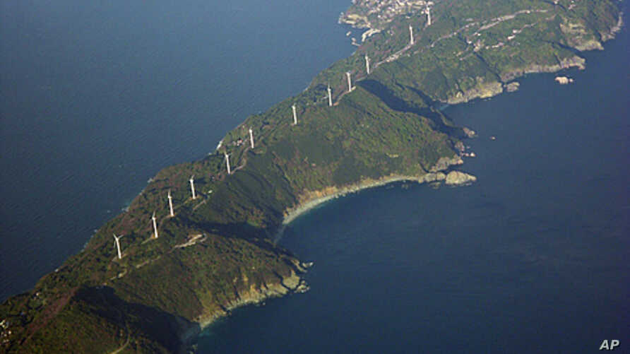 Wind turbines stand along the 50-kilometer (31-mile)-long Sadamisaki Peninsula in Ehime Prefecture, western Japan, which will now become more important  as Japan shuts down its last operating nuclear power reactor, December 2, 2011 (file photo).