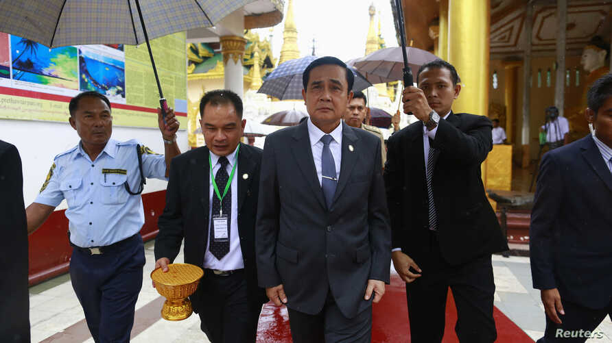Thailand's Prime Minister Prayuth Chan-ocha (C) tours the grounds of Shwedagon Pagoda during his official visit to Myanmar, also known as Burma, Oct. 10, 2014.