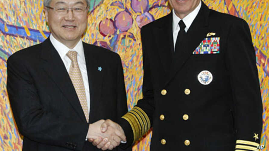 South Korean Foreign Minister Kim Sung-hwan, left, and Adm
