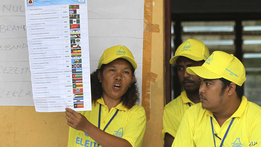 An electoral worker shows a ballot paper as votes are counted during the parliamentary election in Dili, East Timor, July 22, 2017.