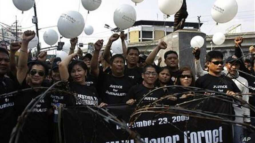 Filipino journalists release white balloons as they commemorate the first anniversary of the country's worst election-related violence during a rally near the Malacanang Presidential Palace in Manila, Philippines, 23 Nov 2010