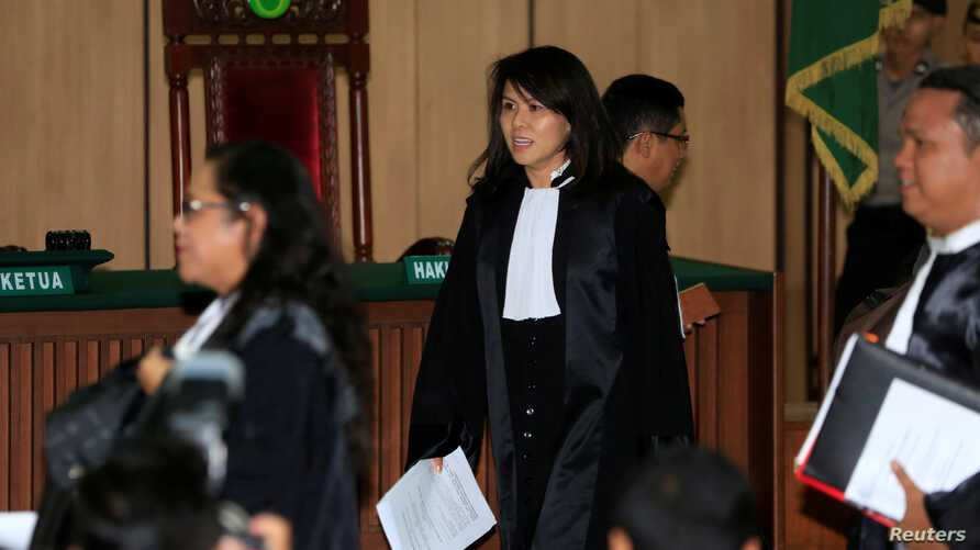 Fifi Lety Indra (C), lawyer of former Jakarta Governor Basuki Tjahaja Purnama walks before a trial at the North Jakarta District Court in Jakarta, Indonesia, Feb. 26, 2018.