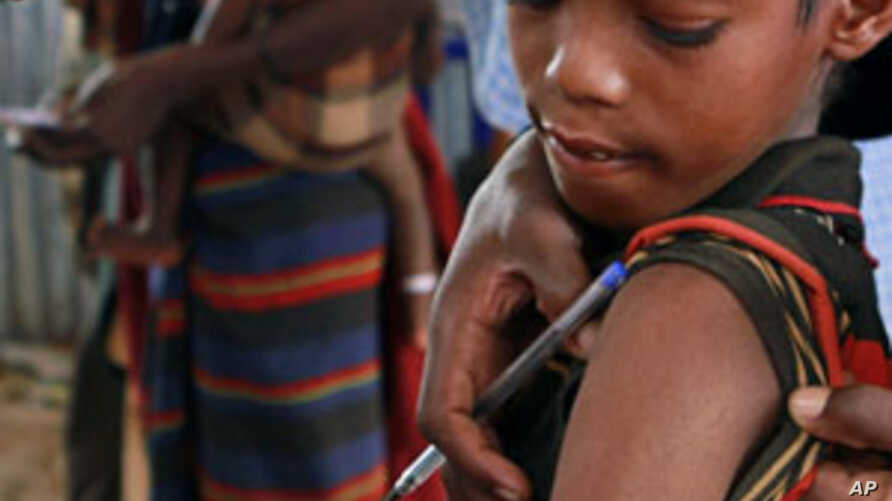 A Somali child refugee receives a vaccine for measles at the United Nations High Commissioner for Refugees (UNHCR) transit centre in Dolo Ado near the Ethiopia-Somalia border, August 11, 2011