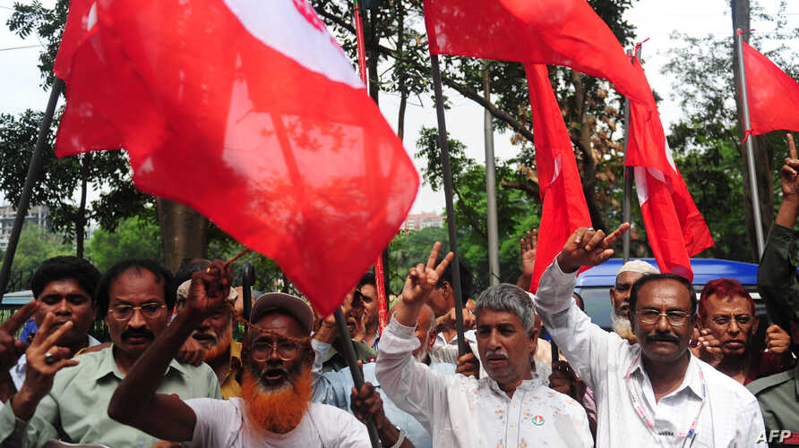 Activists and former freedom fighters who fought against Pakistan in the 1971 war demonstrate against the verdict on Mohammad Kamaruzzaman outside the International Crimes Tribunal court in Dhaka, May 9, 2013.
