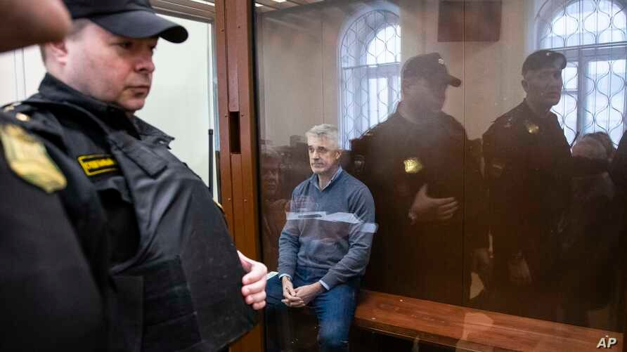 Founder of the Baring Vostok investment fund Michael Calvey (C) sits behind a cage glass window as he waits for the session in a court room in Moscow, Russia, Feb. 16, 2019.