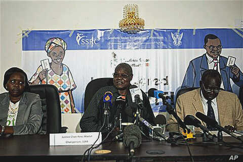 Chan Reec Madut, center, the chairman of the Southern Sudan Referendum Bureau, discusses registration and referendum preparation issues during a press conference in Juba, southern Sudan, 03 Jan 2011