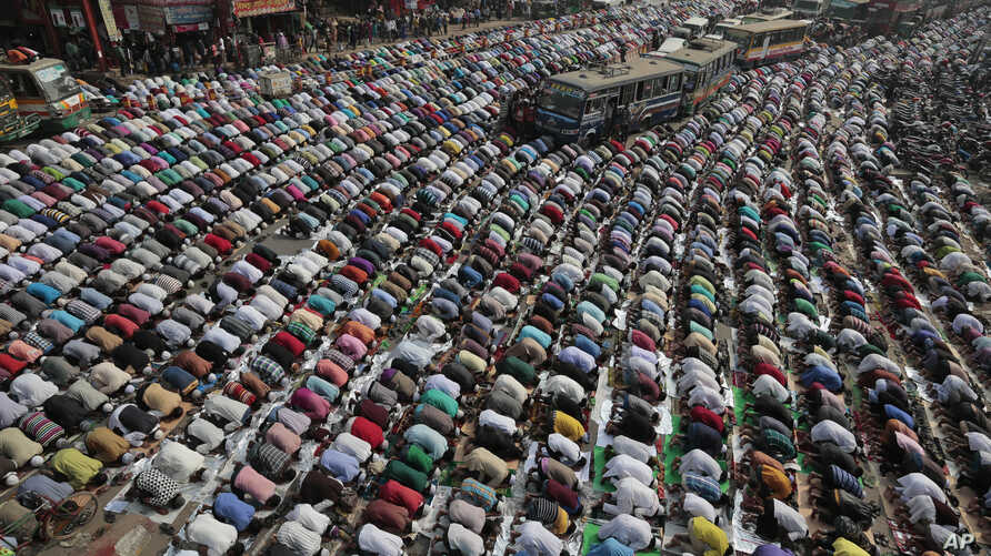 Bangladeshi Muslim devotees offer prayers during the first day of an Islamic congregations' second phase in Tongi, 20 kilometers (13 miles) north of Dhaka, Bangladesh, Jan. 15, 2016.